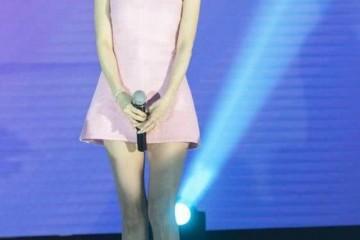 萧蔷保养得很好穿得比小姑娘还嫩170cm身段不输超模